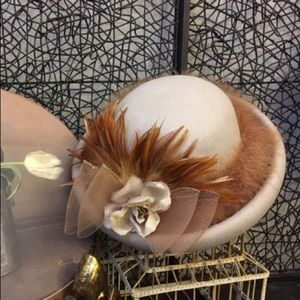 Accessories - Beautiful oat bowler with amber feather accents